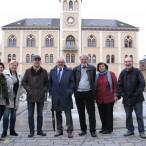 In der Fußgängerzone von Pfaffenhofen (von links): Kristina Kolb-Djoka, Rita Rösele, Bürgermeister Thomas Herker, Bürgermeister Klaus Habermann, Karl-Heinz und Ursula Schindler sowie Walter Jöckel