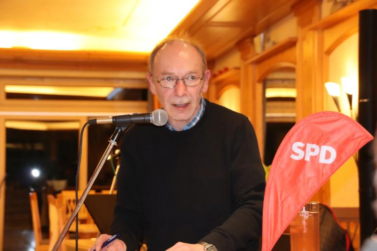 Versammlungsleitung durch den SPD-Ortsvereinsvorsitzenden Walter Jöckel